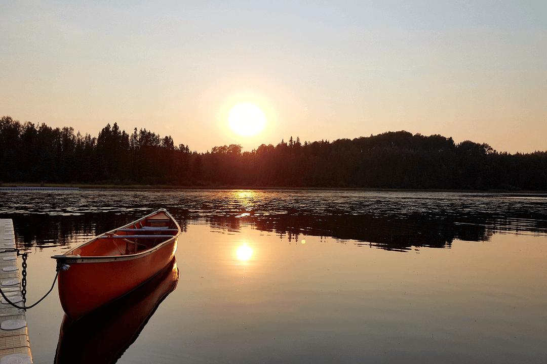 canoe-bg-min