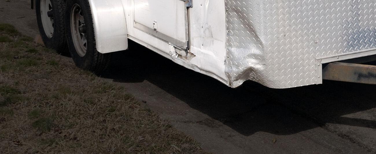 HomeHeroBG-damaged-trailer